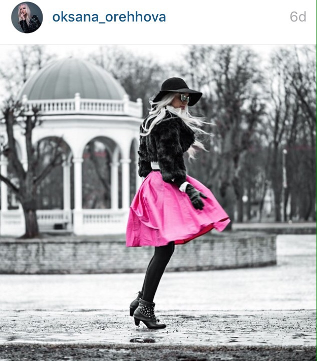 pink skirt fashion blogger