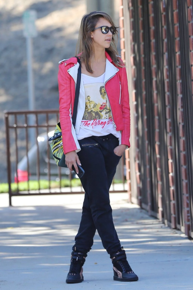 Jessica Alba- fashion- streetstyle- pink