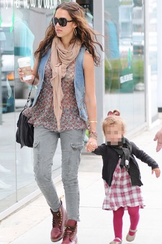 jessica alba- fashion- street style- boho chic- mother